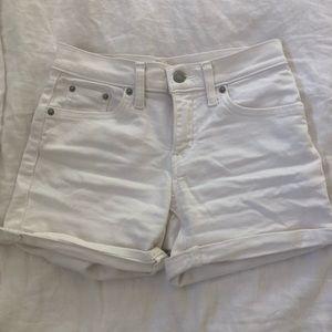 Levi's Mid Length White Short (25)